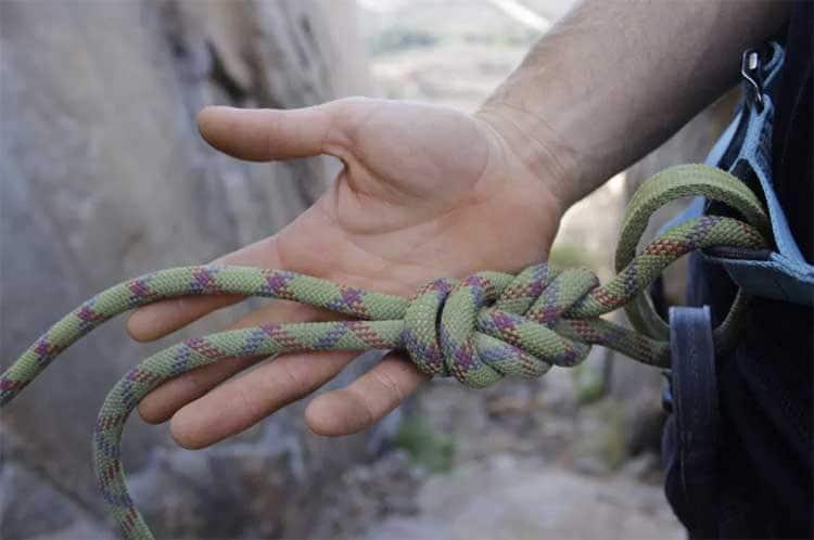 tie-in-knot-figure-eight